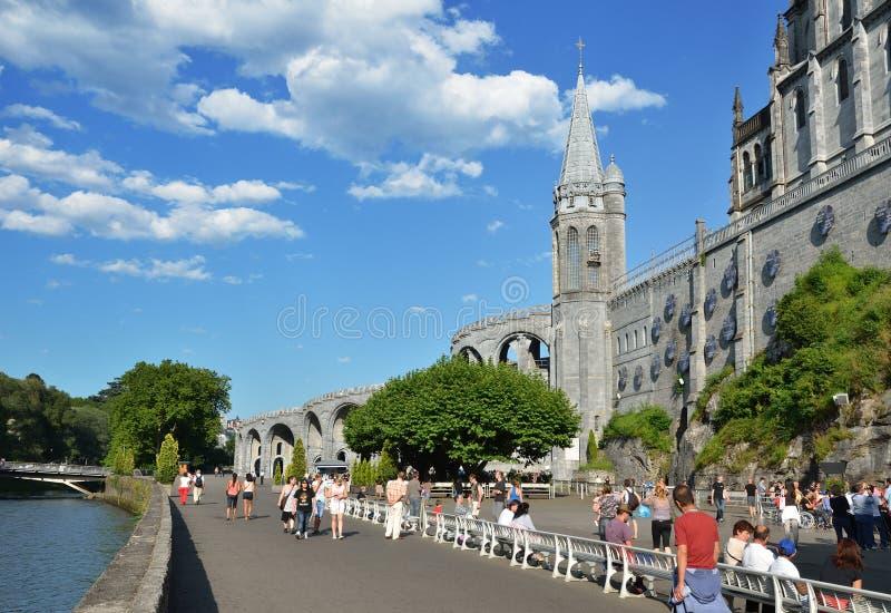 Obere Kirche in Lourdes lizenzfreies stockbild