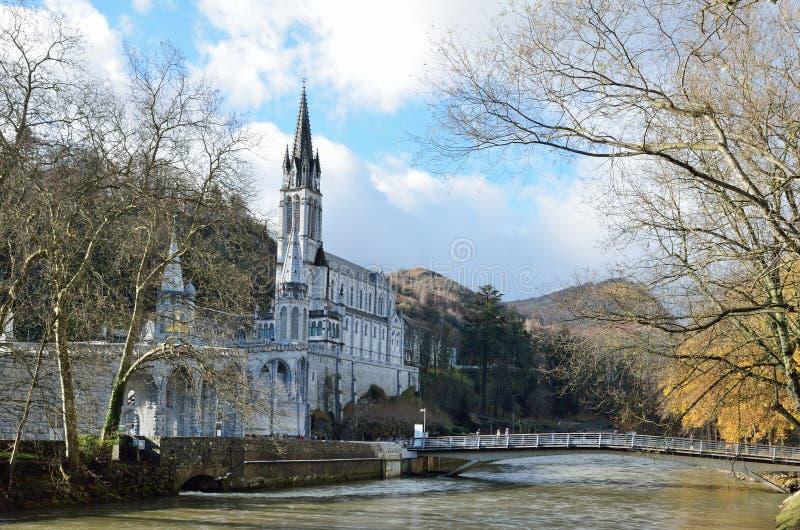 Obere Kirche in Lourdes stockfotografie