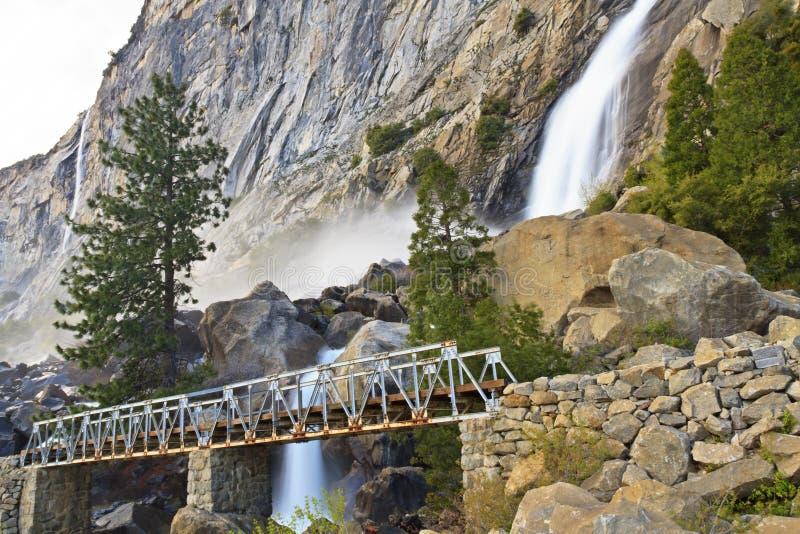 Obere Wapama Fälle und Brücke stockbild