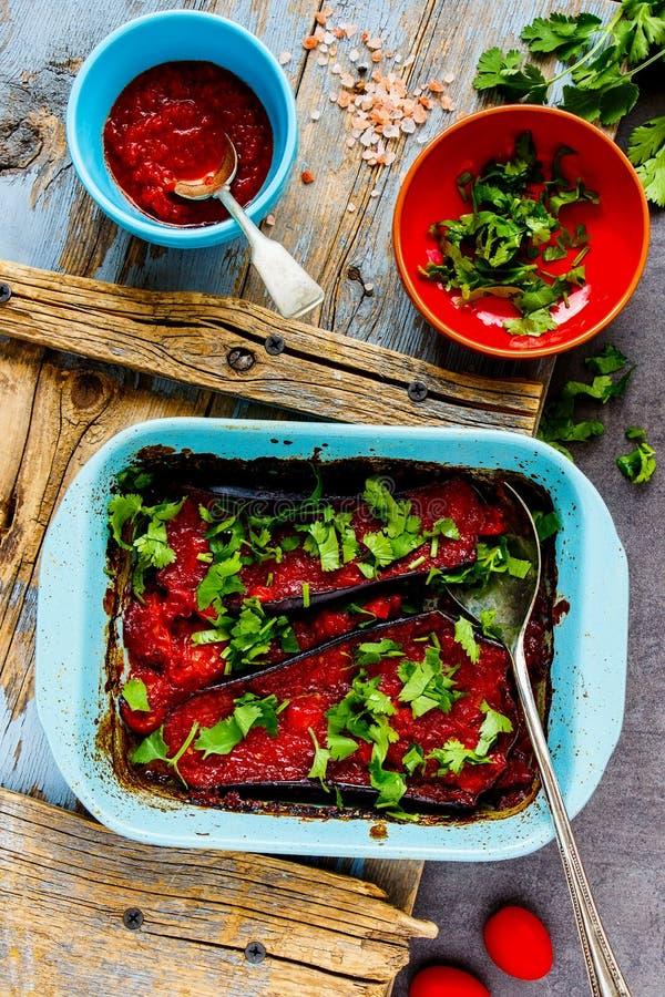 Oberenjena al horno con salsa foto de archivo libre de regalías