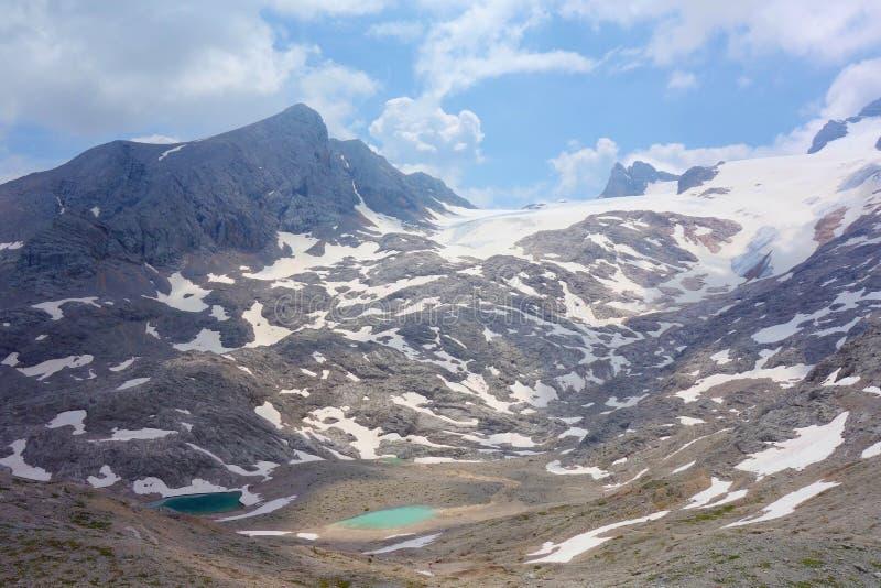 Oberer Eissee pod Dachstein lodowem blisko Simonyhï ¿ ½ tte w Austriackich Alps podczas lata, Salzkammergut region obraz stock