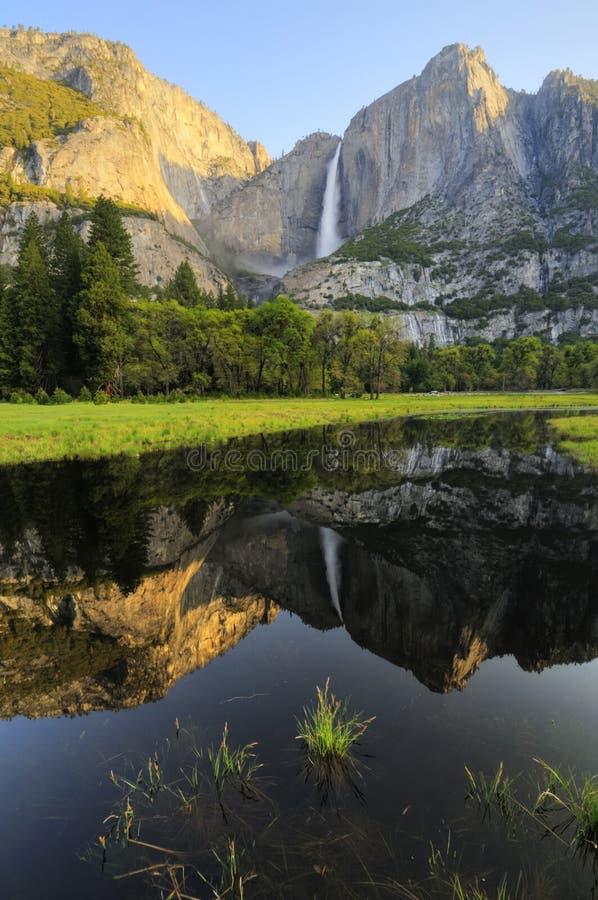 Oberer Yosemite-Fall im Frühjahr lizenzfreie stockfotografie