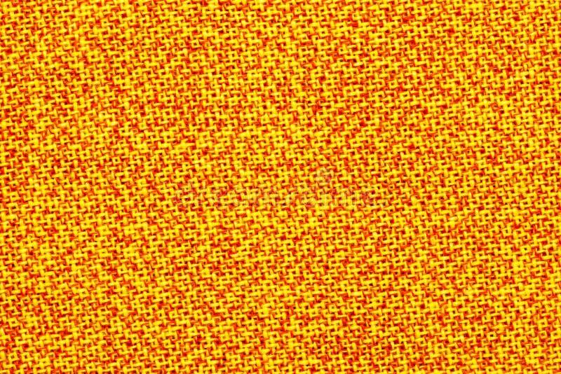 Oberfläche des Gewebes ist gelb und orange Heller, bunter Hintergrund, Beschaffenheit lizenzfreie stockbilder