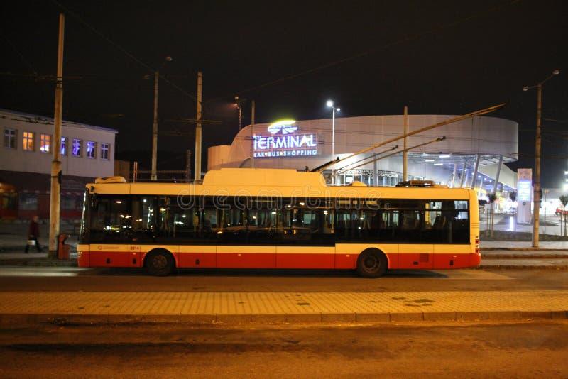 Oberleitungsbus Skoda in Banska - Bystrica, Slowakei stockfotografie