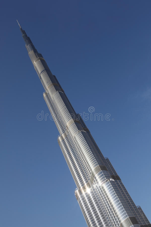 Oberseite Burj Dubai des Wolkenkratzers lizenzfreie stockfotografie