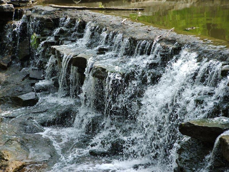 Oberseite des Wasserfalls lizenzfreies stockfoto