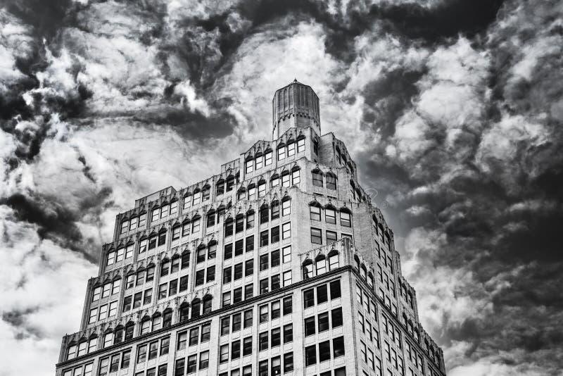 Oberteil-Gebäude B&W Manhattans stockfoto