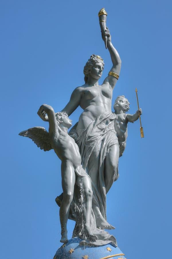 Oberteil von Brunnen Göttin der Nacht (Nyx, äh stockfotos