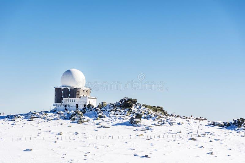 Obervatório astronômico em montanhas do parque nacional de Vitosha, Bulgária fotografia de stock royalty free