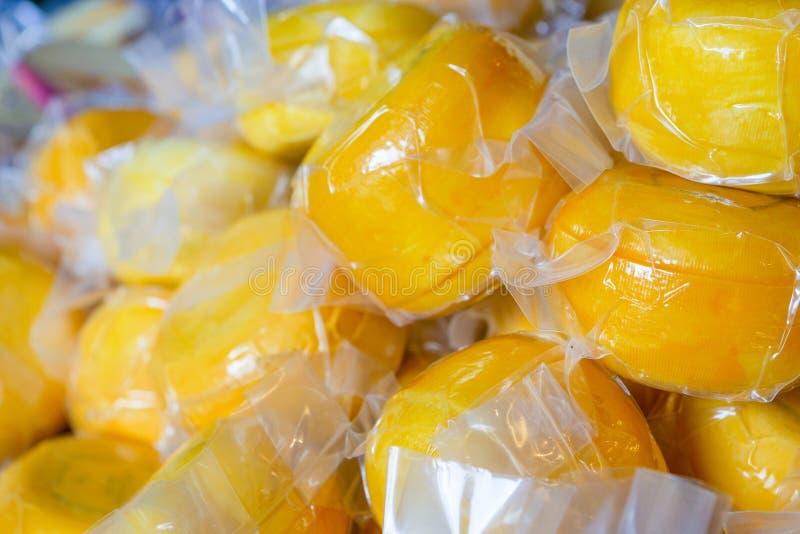 Obfitość próżnia Uszczelniony Tradycyjny Holenderski ser w plastikowych workach zdjęcie royalty free