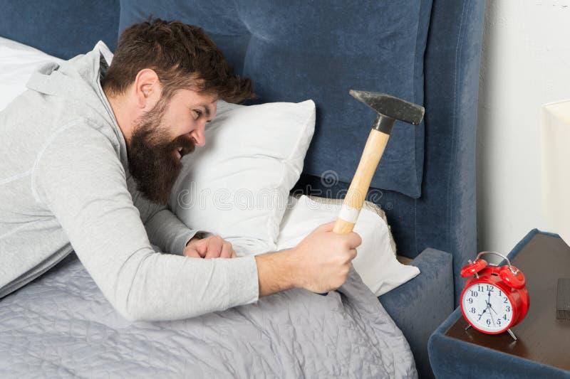 Obgleich Sie schlafen, wachen möglicherweise Sie das Fühlen wie schliefen nicht an allen auf Holen Sie auf fehlendem Schlaf währe lizenzfreie stockbilder