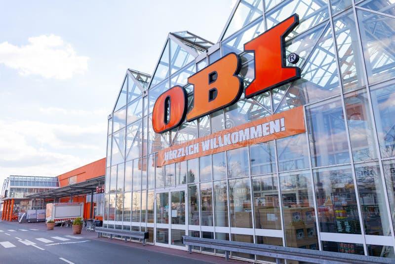 OBI-de tak op een Duitser doet het zelf Obi-markt stock foto