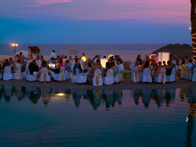 Obiadowy przyjęcie przy plażą fotografia stock