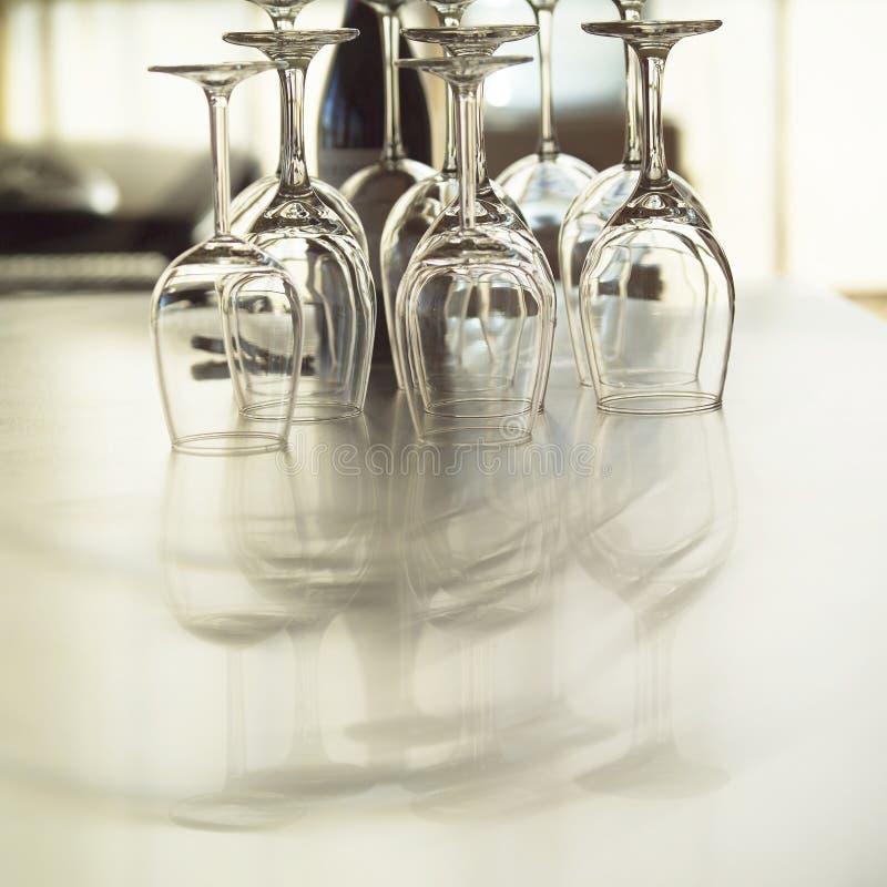 obiadowych szklanek wina stołowego, zdjęcia stock