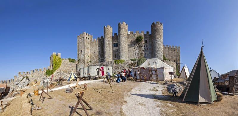 obidos Португалия Замок Obidos во время средневекового справедливого reenactment стоковое изображение