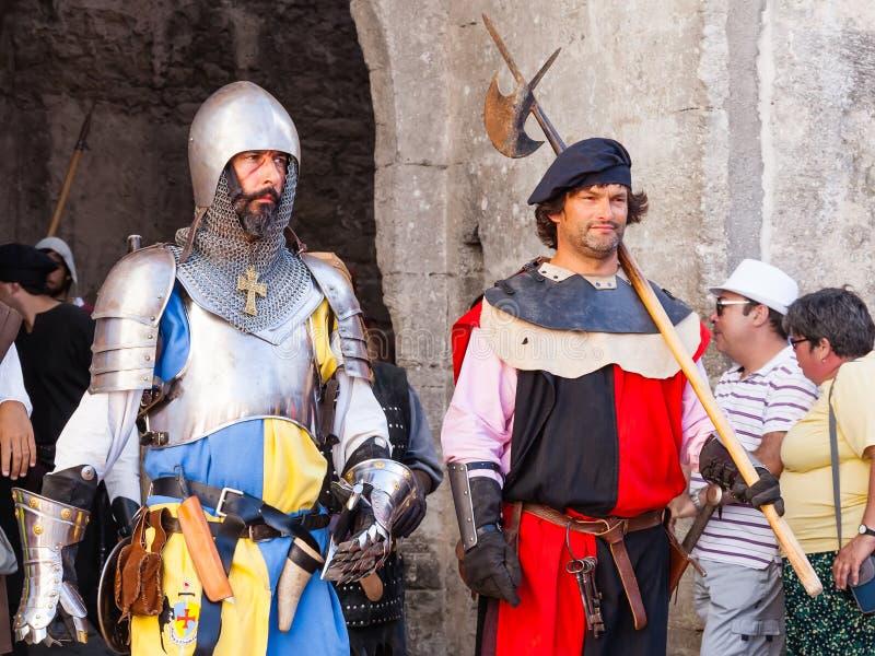 obidos Португалия Средневековые солдаты в параде средневекового reenactment рынка стоковая фотография rf