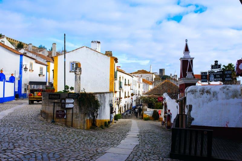 OBIDOS, PORTOGALLO - 28 MARZO 2018 Vista alla città concentrare storica di Obidos, Portogallo fotografia stock libera da diritti