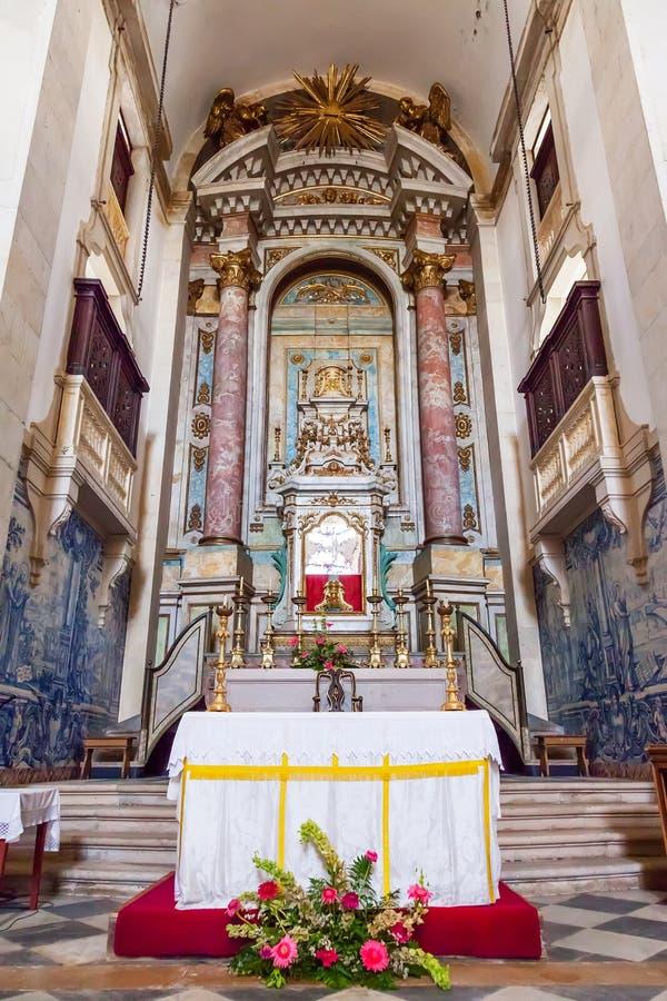 Obidos, Portugal L'autel dans le style baroque à l'intérieur de l'église du Senhor font Jesus da Pedra Sanctuary photographie stock libre de droits