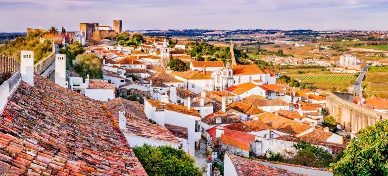 Obidos stonewalled город в Португалии стоковые изображения