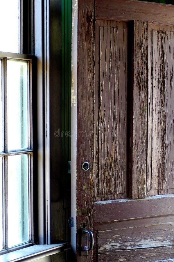 Download Obieranie drzwi obraz stock. Obraz złożonej z aged, farba - 34605