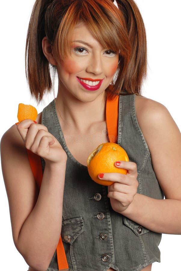 Download Obieranie Pomarańczowa Kobieta Obraz Stock - Obraz złożonej z smiling, kolorowy: 13337259