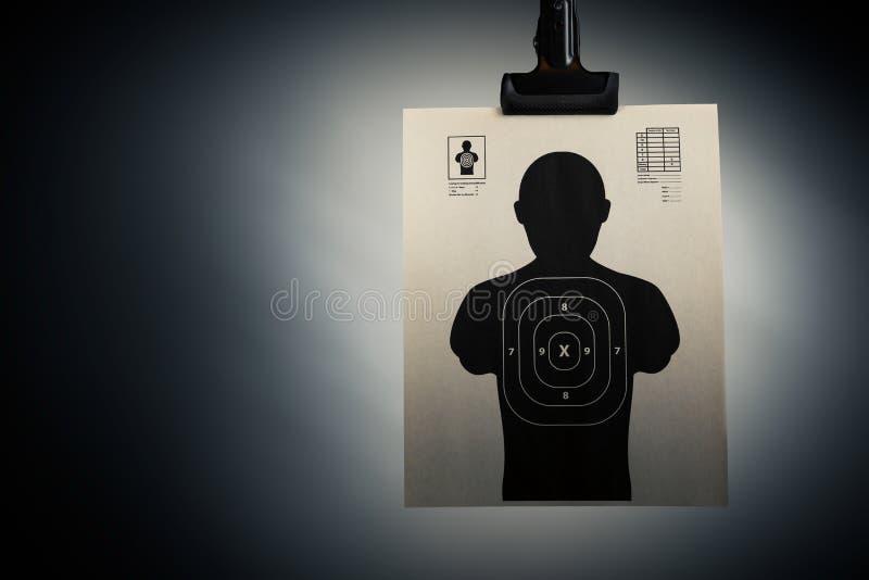 Obiettivo della fucilazione su un fondo grigio fotografia stock