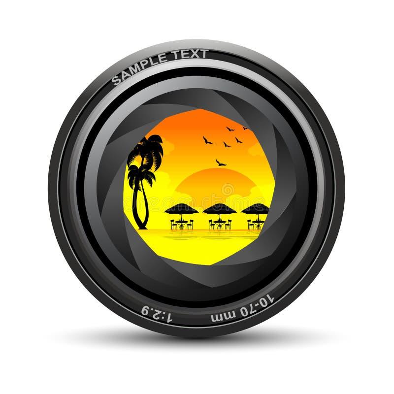 Obiettivo di macchina fotografica con la vista della spiaggia del mare illustrazione vettoriale