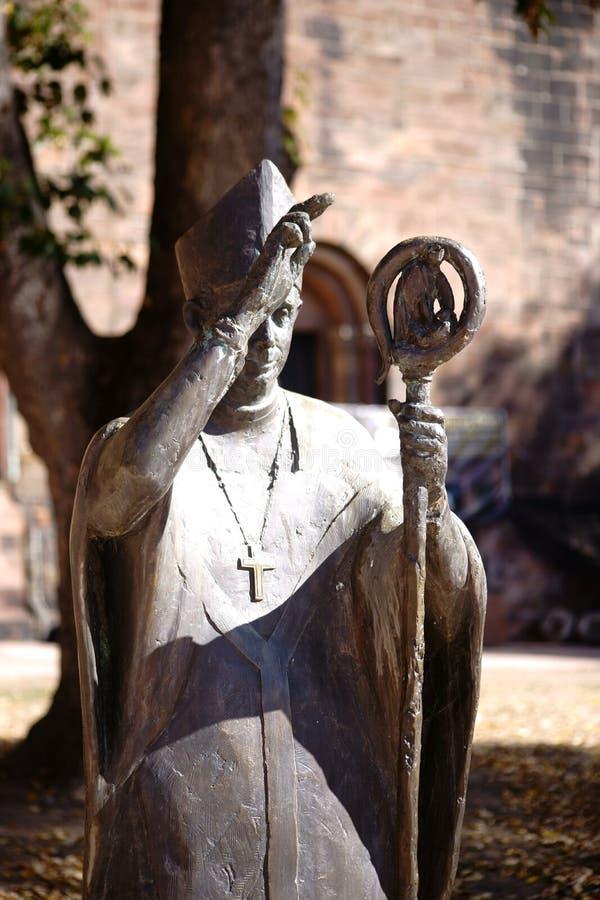Obispo de bronce Burchard Cathedral St Peter Worms de la estatua fotos de archivo libres de regalías