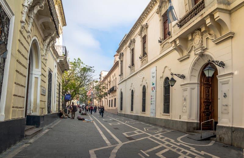 Obispo Trejo ulica przy Manzana Jesuitica blokiem - cordoba, Argentyna fotografia royalty free
