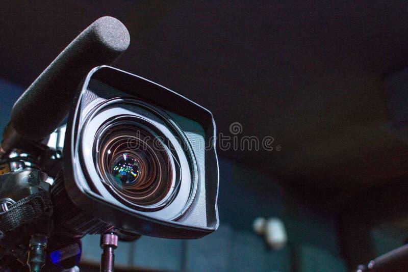 Objectif de caméra pour filmer un film ou un programme télévisé photo stock