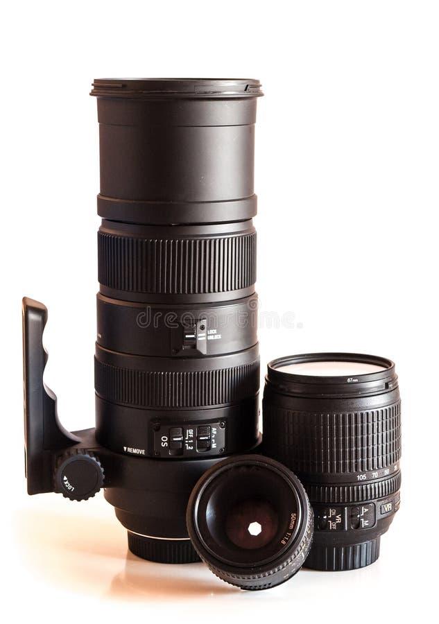 Objectifs de caméra d'isolement sur le blanc, téléobjectif image stock