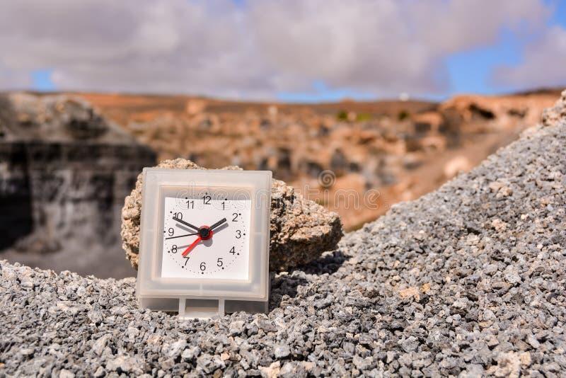 Objet dans le désert sec illustration stock