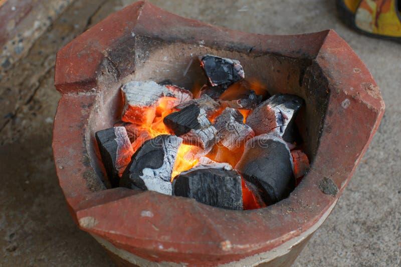 Objet de détail de plan rapproché du feu de charbon de bois photographie stock libre de droits