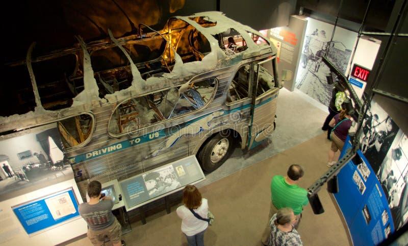 Objet exposé de bombardement d'autobus de cavaliers de liberté au musée national de droits civiques chez Lorraine Motel images libres de droits