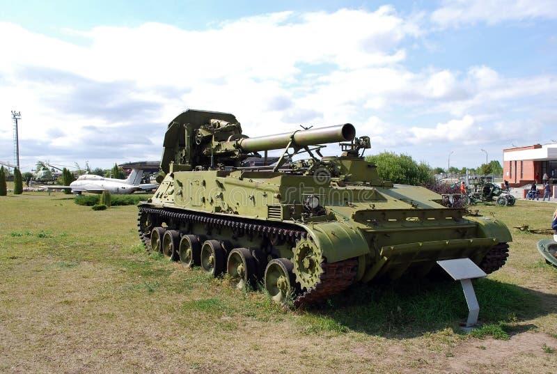 Objet exposé militaire de l'armée soviétique de l'arme à feu autopropulsée 2C7 de pivoine de 203 millimètres photos libres de droits