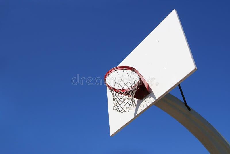 Objetivo ao ar livre do basquetebol imagens de stock