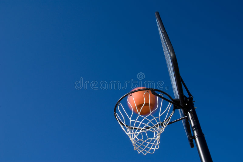 Objetivo do basquetebol foto de stock