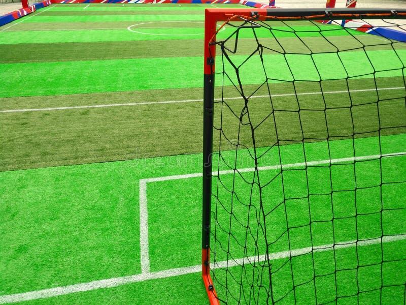 Objetivo para o campo de futebol interno imagens de stock royalty free