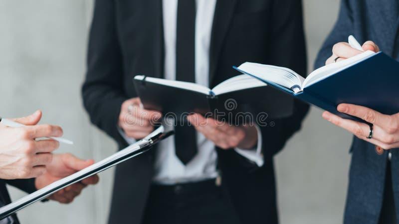 Objetivos de negocio acertados de la coordinaci?n del equipo imagen de archivo
