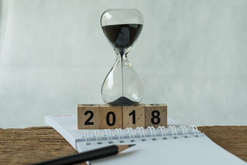 objetivos do ano novo 2018, alvo ou conceito da lista de verificação como o número 2018 fotografia de stock royalty free
