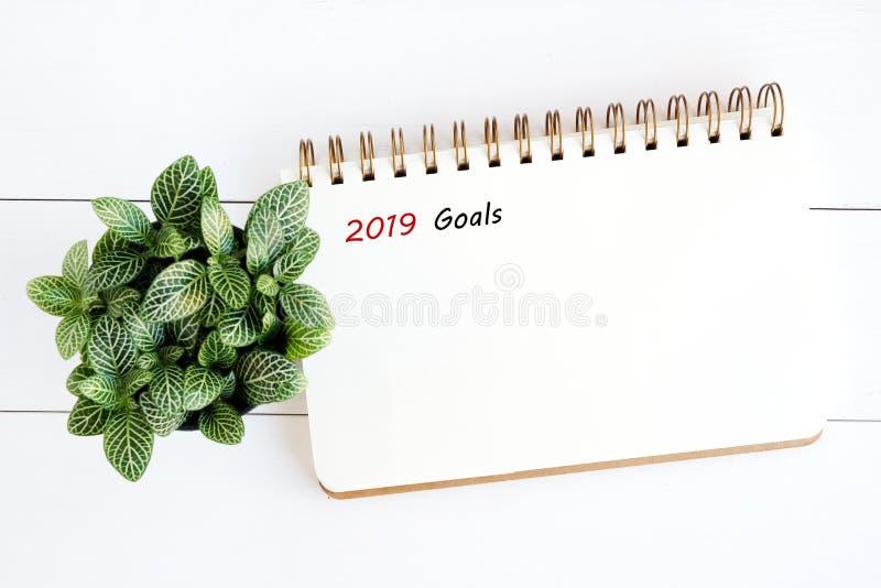 2019 objetivos no fundo vazio do papel de nota, alvo do ano novo ao succe foto de stock royalty free