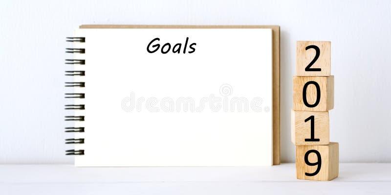 2019 objetivos no fundo vazio do papel de nota, alvo do ano novo ao succe fotos de stock