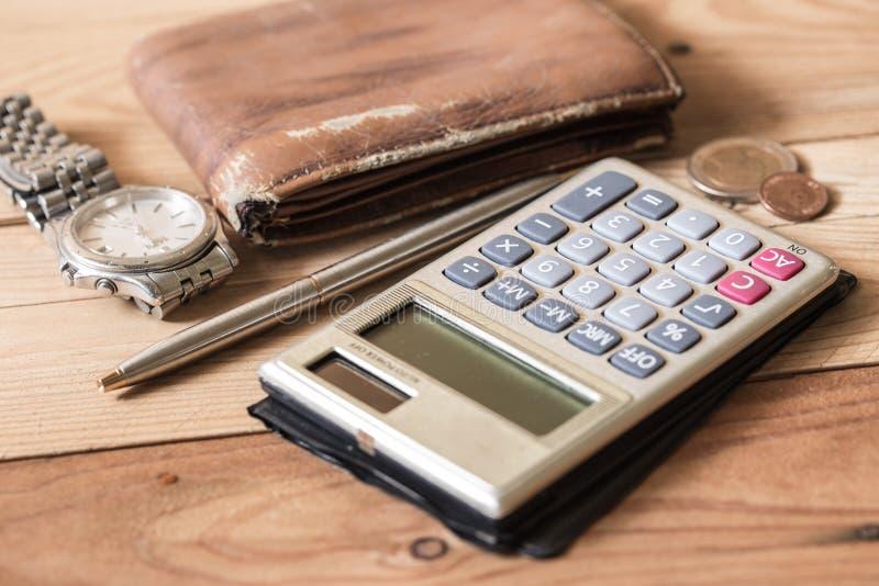 Objeto da finança pessoal na madeira imagem de stock