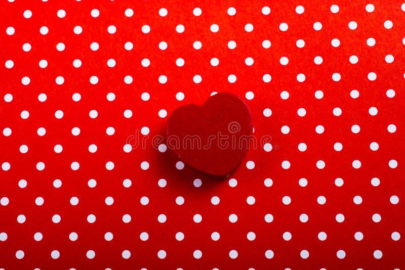 Objeto dado forma coração da cor vermelha na vista imagens de stock royalty free