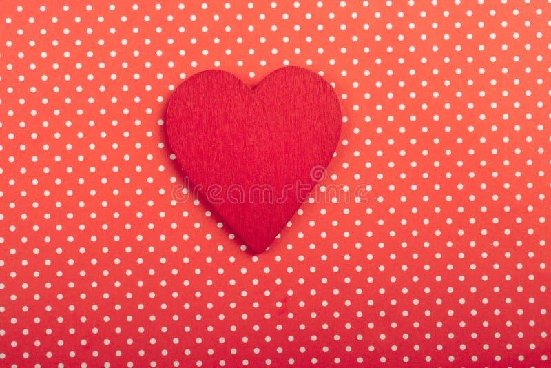 Objeto dado forma coração da cor vermelha na vista imagem de stock royalty free