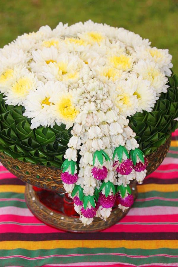 Objeto de la bendición y decoración tailandeses de las flores foto de archivo