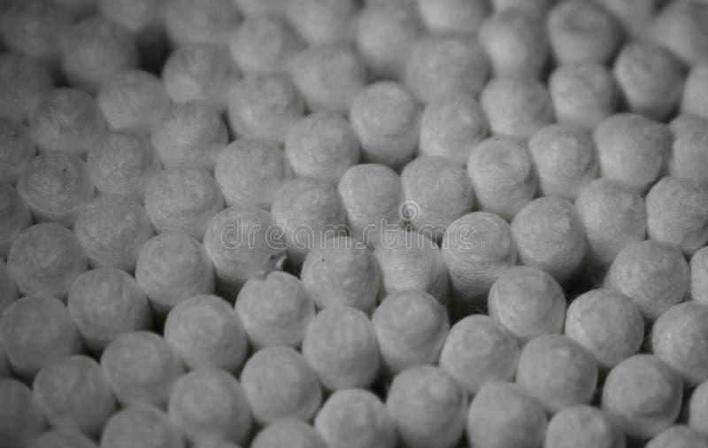 Objeto del algodón usado para limpiar los oídos, los cosméticos y otras cosas fotos de archivo