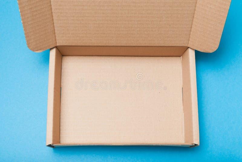 Objeto do cartão da caixa Pacote aberto da entrega foto de stock