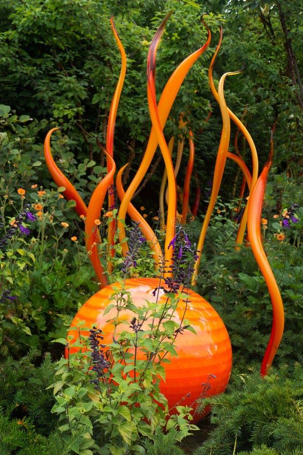 Objeto expuesto de cristal soplado Seattle de Chihuly en naranja viva imagenes de archivo