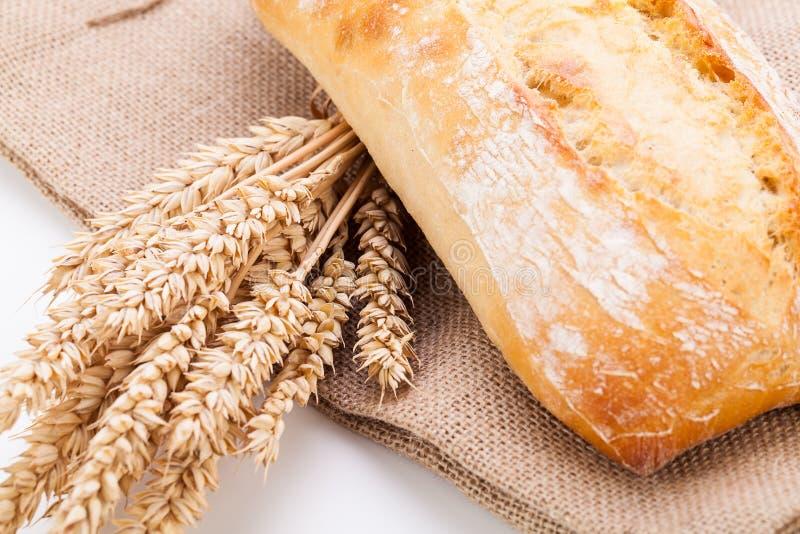 Objetos blancos cocidos frescos del baguette del pan del ciabatta fotografía de archivo